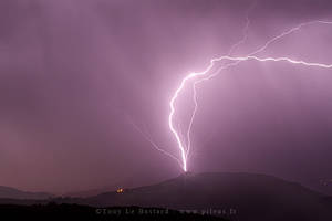 Ground to cloud lightning by TonyLeBastard