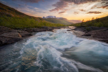 Floating symphony by Trichardsen