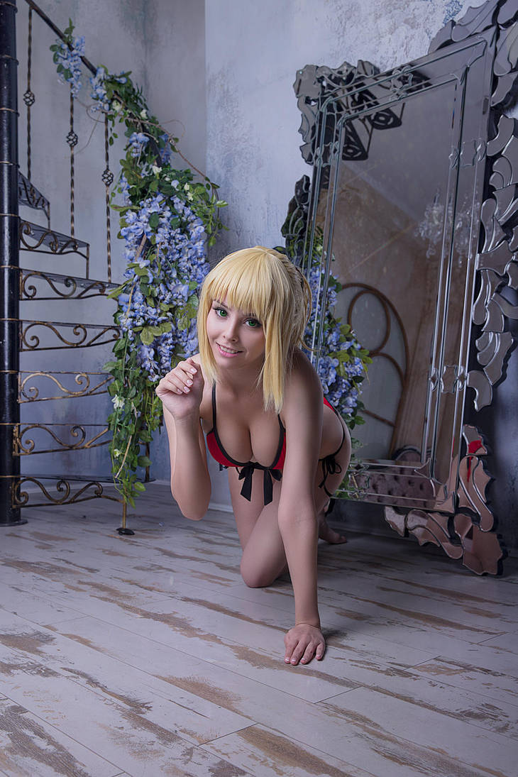 Fate/Apocrypha - Mordred swim suit cosplay by Disharmonica