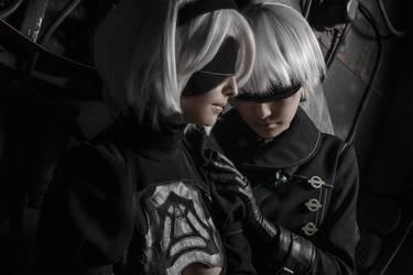 NieR: Automata - 2B and 9S cosplay by Disharmonica