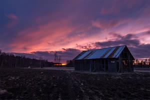 Old Barn by Laazeri