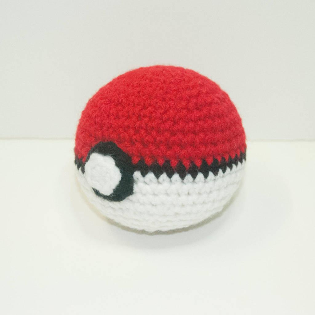 Crochet Pokeball By Heartstringcrochet On Deviantart