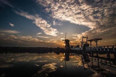 Kinderdijk Windmill Sunset by samshadows