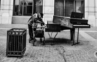 Piano player by Bucharek