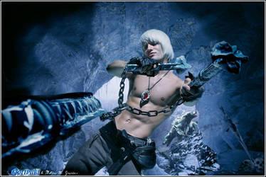 Leon Chiro as Dante w\Cerberus  - Devil May Cry 3 by LeonChiroCosplayArt