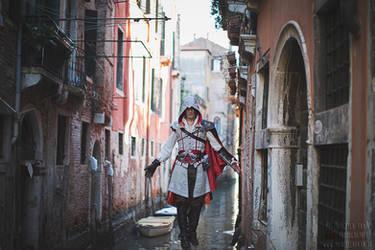 Ezio Auditore Cosplay Assassin's Creed 2 Venezia by LeonChiroCosplayArt