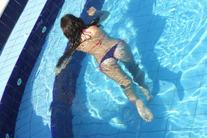 umgiquemou in the pool by umgiquemou
