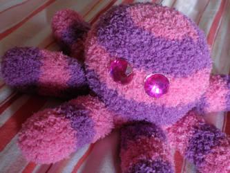 pink crochet squid by PinkuArt