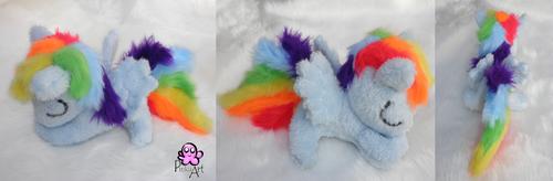 Sleeping Rainbow dash filly by PinkuArt