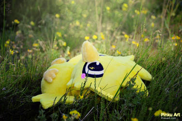 Resting Zapdos by PinkuArt