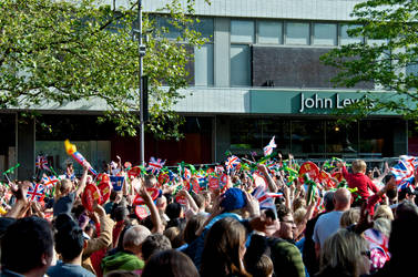 Torch Relay Sheff 05 by letTheColorsRumble
