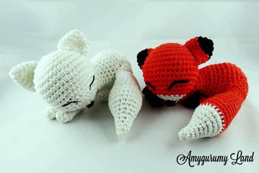 Cute dreamy foxes by Amygurumy