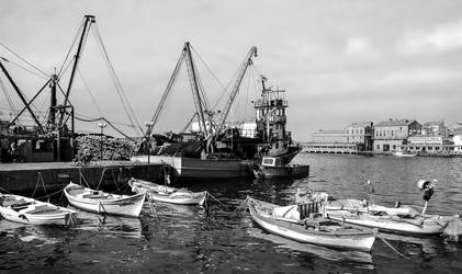 Harbor Of The Ayvalik. by bigzoso