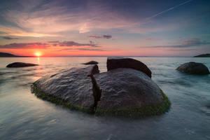 The split stone by ibasimaikataimeto