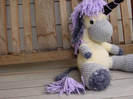 Ted The Unicorn by lilclepto