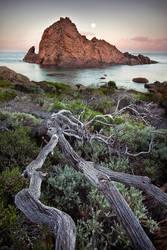 Moonset - Sugarloaf Rock by LukeAustin