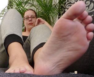 Feet 1 by Mesjogge
