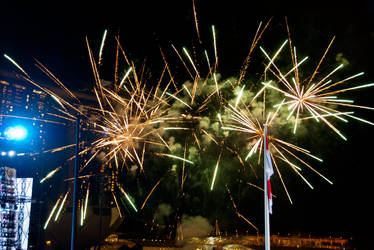 Fireworks over Marina Bay by dahlys