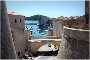 Walls of Dubrovnik by kamuidestiny