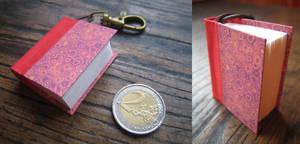 Mini book keychain - red by Vanyanie