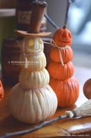 1:12 Scale Stacked Pumpkin Decorations by TheMiniatureBazaar
