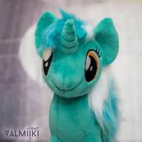 Plushie Lyra by Valmiiki