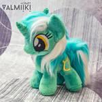 Fluffy Lyra by Valmiiki