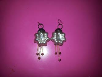 Flower christmas ball earrings by CharlinsArt