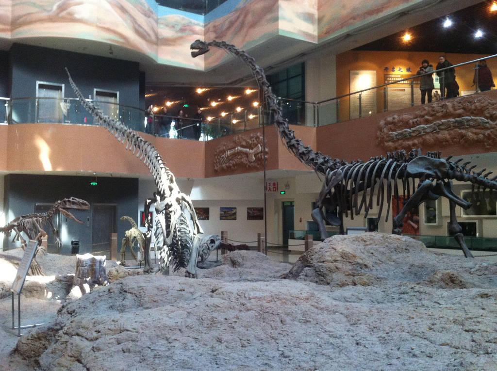 Klamelisaurus and Predators by Fafnirx