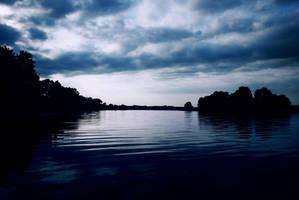 Calm Waters by iilva