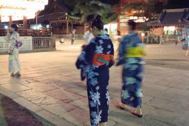 Japonaises au temple II by Izzzzzzy