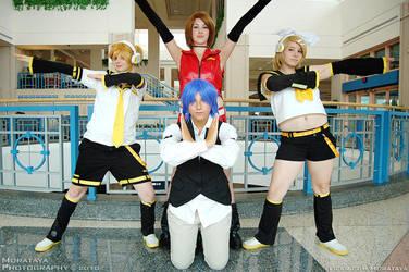 Vocaloid: Strike a pose by DeisCostumeCloset