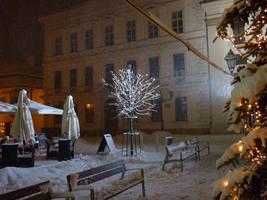 Spotlight on a tree by glanthor-reviol