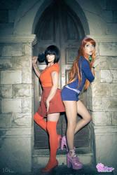 Daphne and Velma - Scooby-Doo by Adelbra