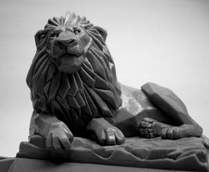 Echo lion sculpture by Switchum