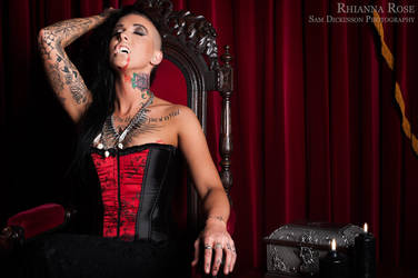 Rhianna Vampire by jazzxp