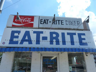 Eat-Rite Diner on Old Route 66 by RonTheTurtleman
