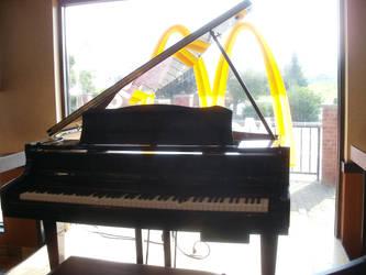 McDonalds Piano by L1701E