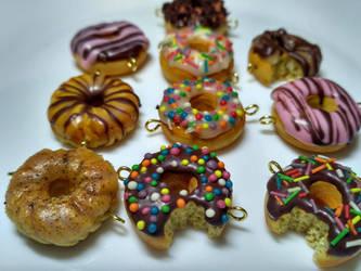 Little donuts... by DarkPartOfCarrot