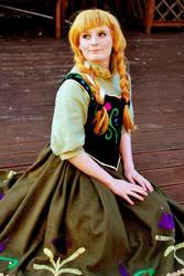 Disney Frozen: Anna of Arandelle Cosplay by GoldenMochi