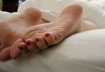Going Back to Sleep by Pies-Toes-N-Soles