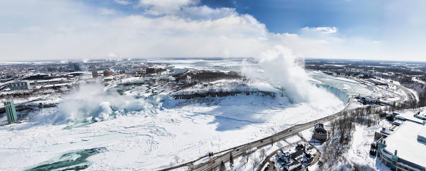 Niagara Falls in Winter by TomFawls