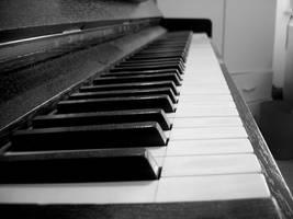 Piano by NikolasBrummer