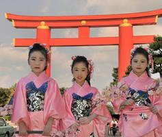 Kyoto Sakura Girls and Torii by AndySerrano