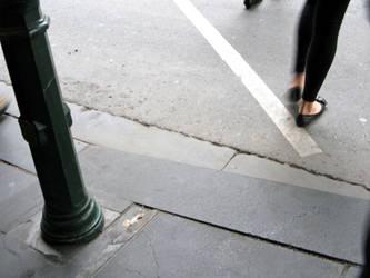 Crossing feet by fabienmahaut