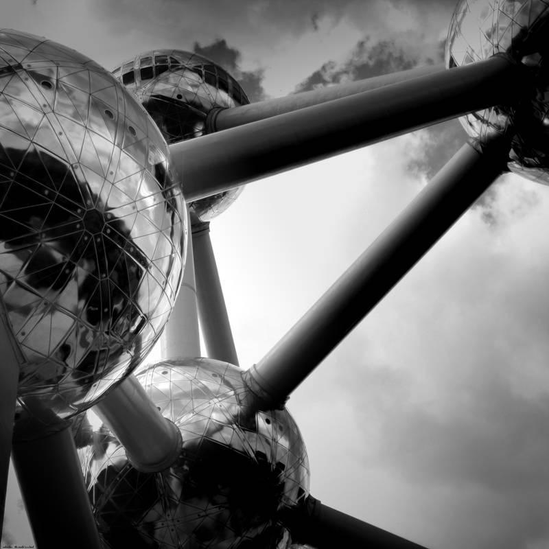 world is a bowl by scheinbar