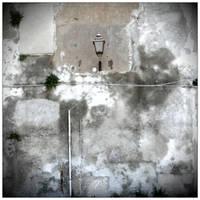 die Mauern stehn sprachlos und kalt im Winde by scheinbar