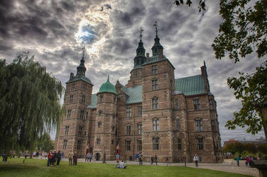 Murky Sky Over Rosenborg Castle by melintir