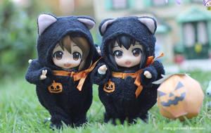 Yui and Azunyan Halloween Costume by kixkillradio