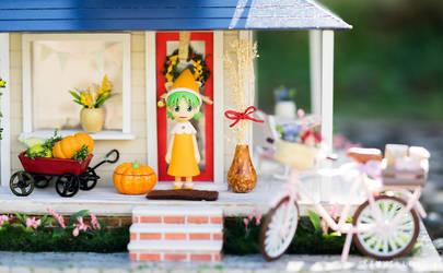 Yotsuba and Fall Decoration by kixkillradio